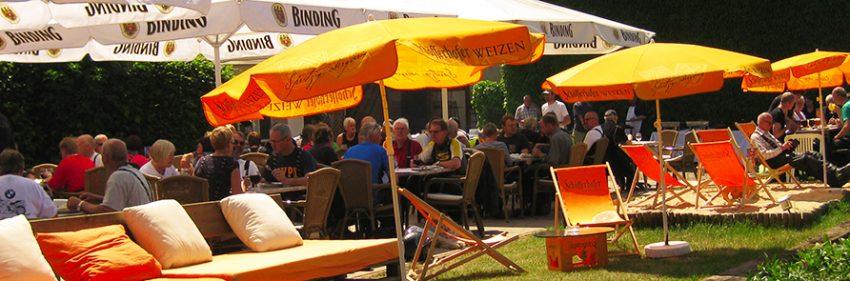 Biergarten an der Weser mit Lounge und Liegestühlen zum wohlfühlen